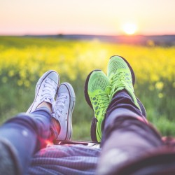 young-couple-relaxing-enjoying-sunset-from-the-car-picjumbo-com